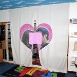 既存の遮光カーテンにラテックス印刷。印刷後、縫製して記念品に!!