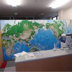 世界地図のポスター紙、複合板ののり付け貼り込み